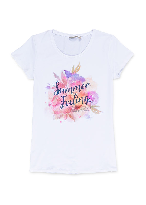 Camiseta de color blanco con estampado de flores.