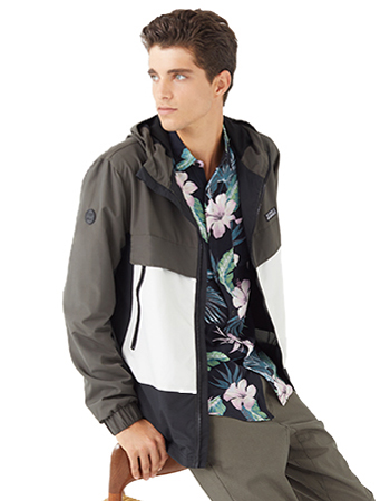 Jacket with front pockets with a zip.