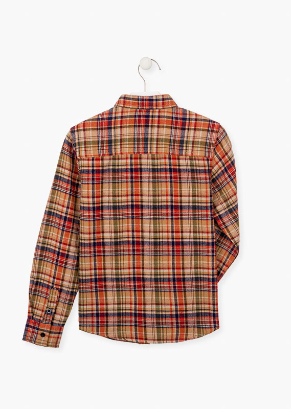 Flannel shirt in plaid pattern.