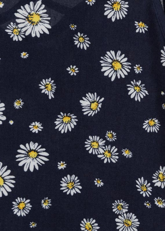 Sleeveless blouse with daisies.