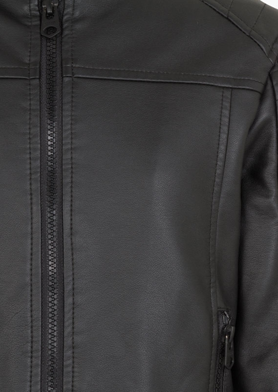 Biker jacket in black.