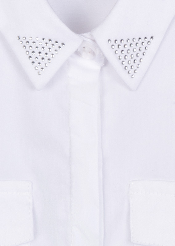 Camisa de color blanco con detalle de brillantitos.