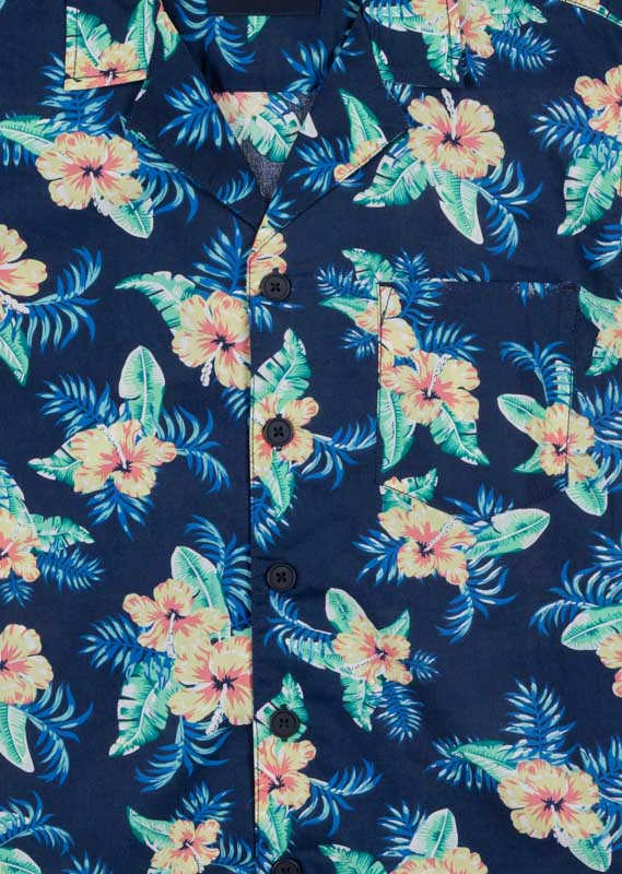 Shirt in tropical pattern.