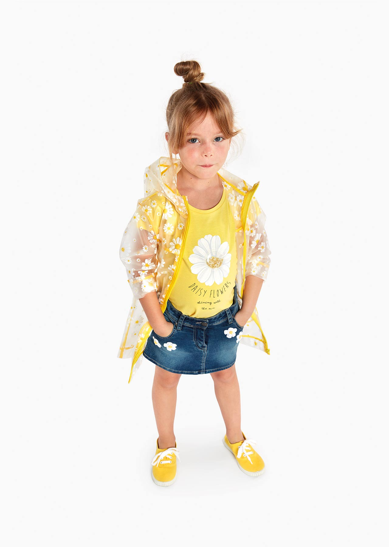 Printed daisy t-shirt with short sleeves.